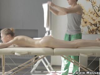 Massage X - Desire between her legs